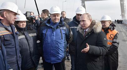 Владимир Путин во время осмотра Крымского моста