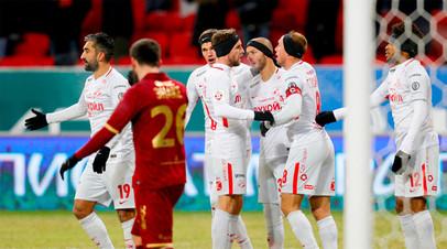 Игроки ФК «Спартак» радуются забитому мячу