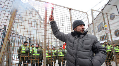Представители националистических организаций во время акции протеста против выборов президента РФ в Киеве
