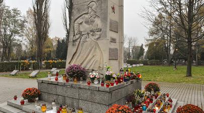 Памятник советским воинам на Раковицком кладбище в Кракове