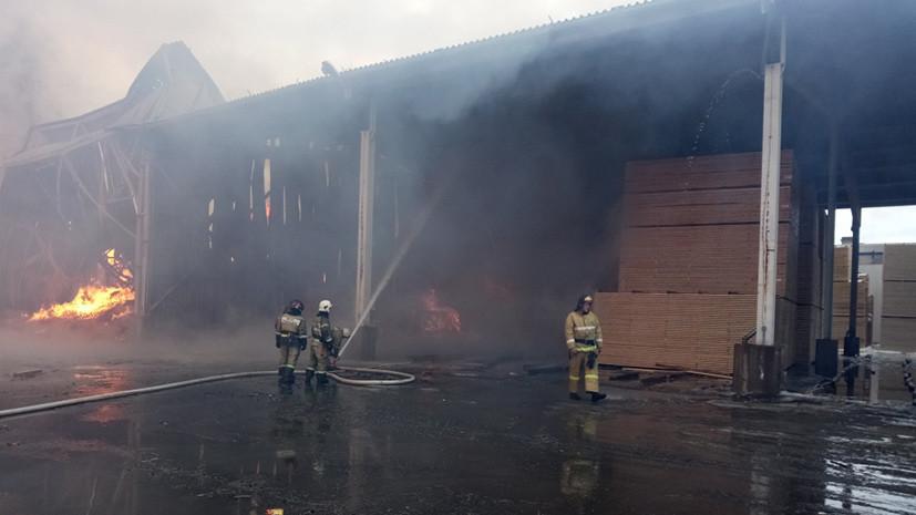 В Ленинградской области произошёл пожар на складе