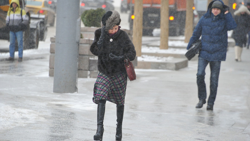 МЧС предупредило о сильном ветре в Москве в ближайшие часы