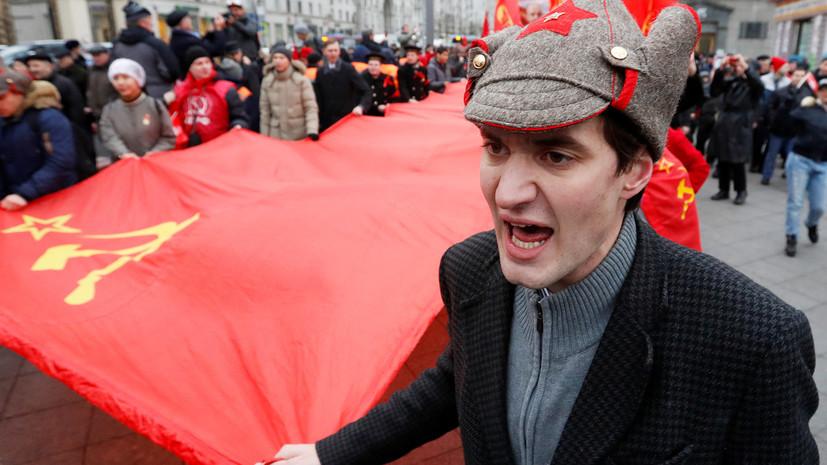 «Символ революции, победы и ностальгии»: как Красное знамя стало флагом российского государства