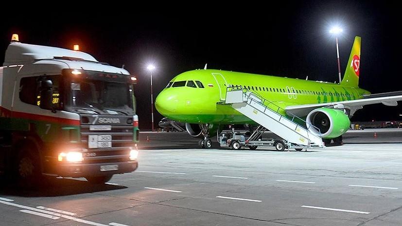 В Омске задержали рейс из-за повреждения самолёта при подъёме пассажира