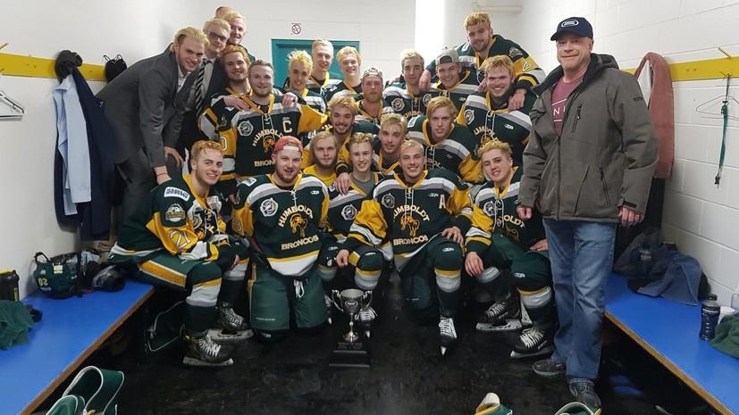 В Канаде автобус с молодёжной командой по хоккею попал в ДТП