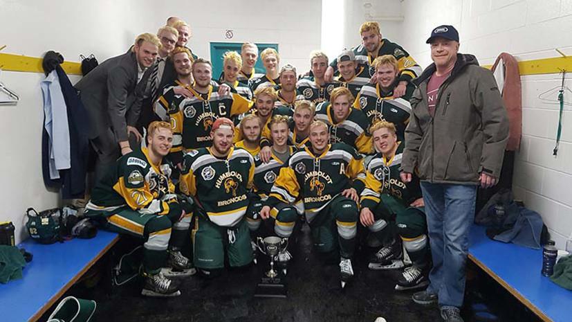 По меньшей мере 14 человек погибли в ДТП с автобусом молодёжной хоккейной команды в Канаде