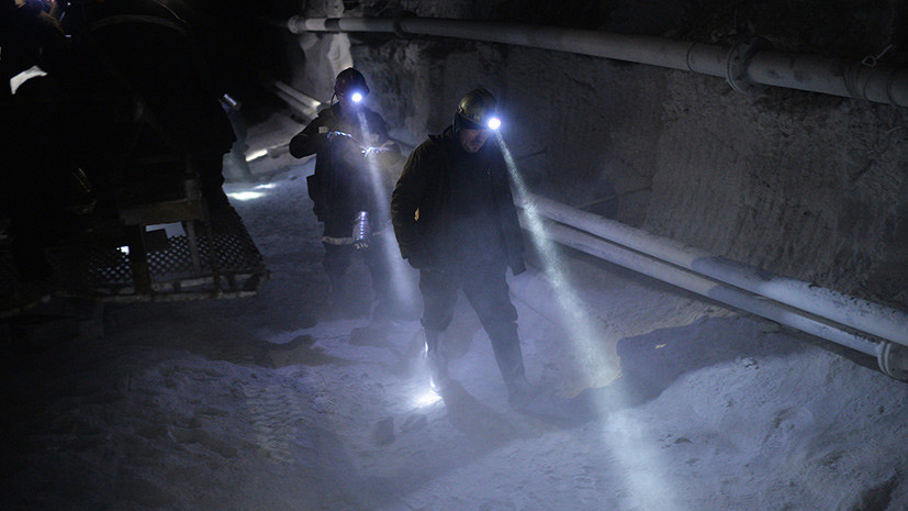 Источник: в Кузбассе из шахты эвакуируют горняков в связи с задымлением