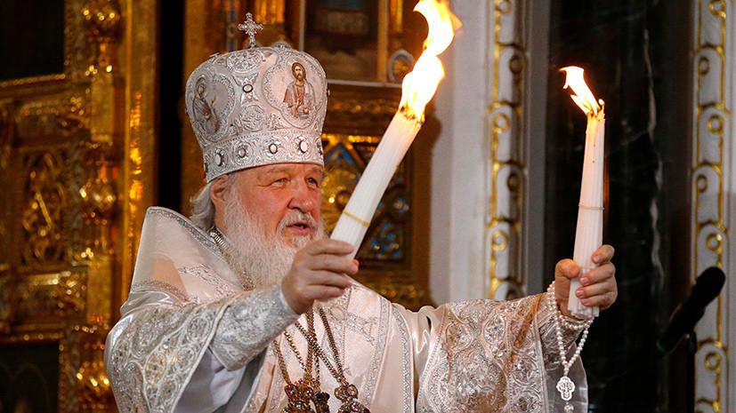 Патриарх Кирилл выпустил внебо столицы благовещенских голубей