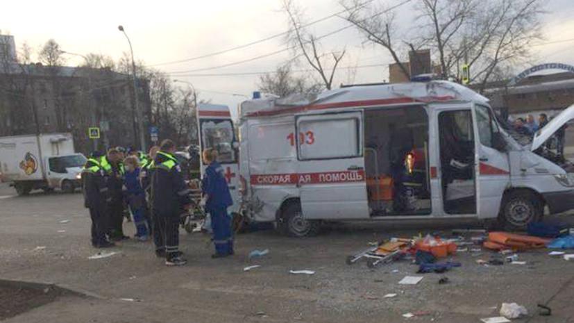 В Москве в ДТП с автомобилем скорой помощи пострадали три человека