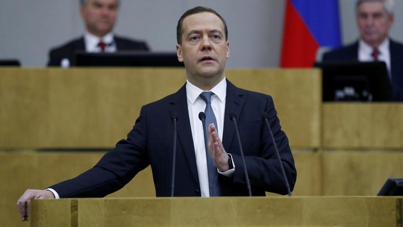 Медведев о санкциях США: в конечном счёте всё равно они бьют по обычным людям