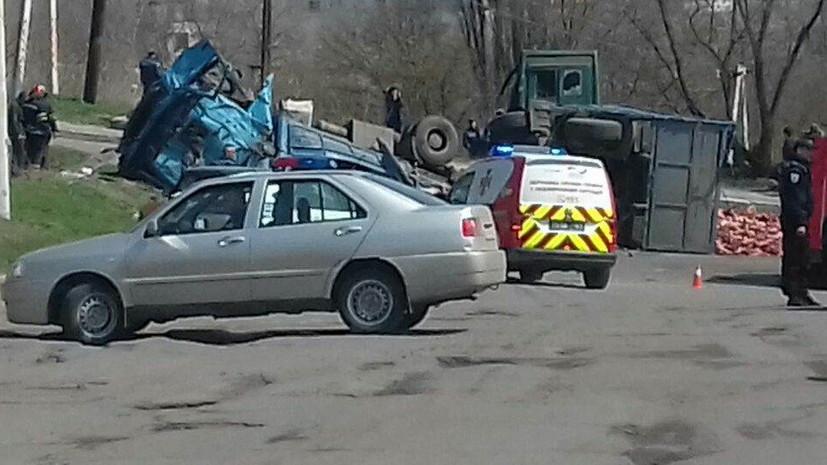 В ДТП с микроавтобусом в Луганской области Украины пострадали десять человек