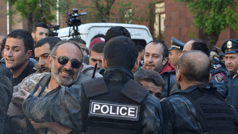 МИД советует россиянам избегать мест массового скопления людей в Ереване