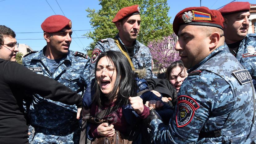 В полицейские отделения в Ереване доставлены 80 демонстрантов