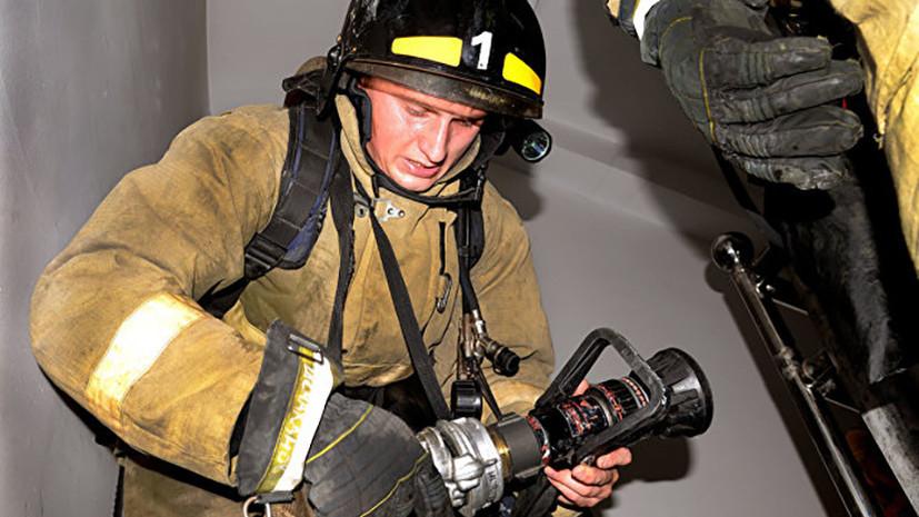 Сотрудники МЧС эвакуировали около 800 человек из здания ТЦ в Ярославле из-за возгорания