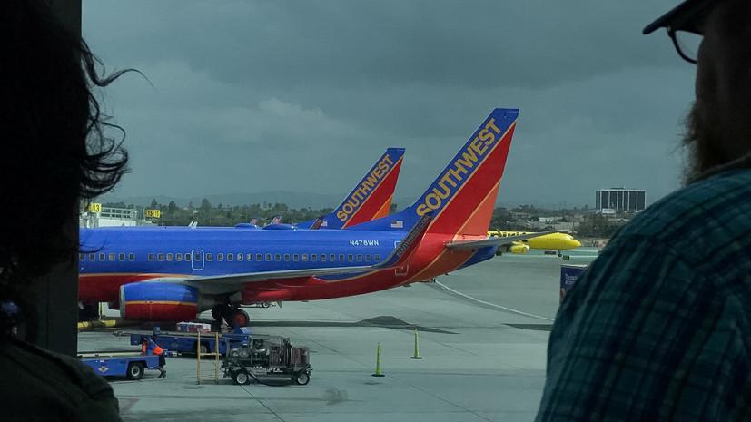 При экстренной посадке пассажирского самолёта в США погиб человек
