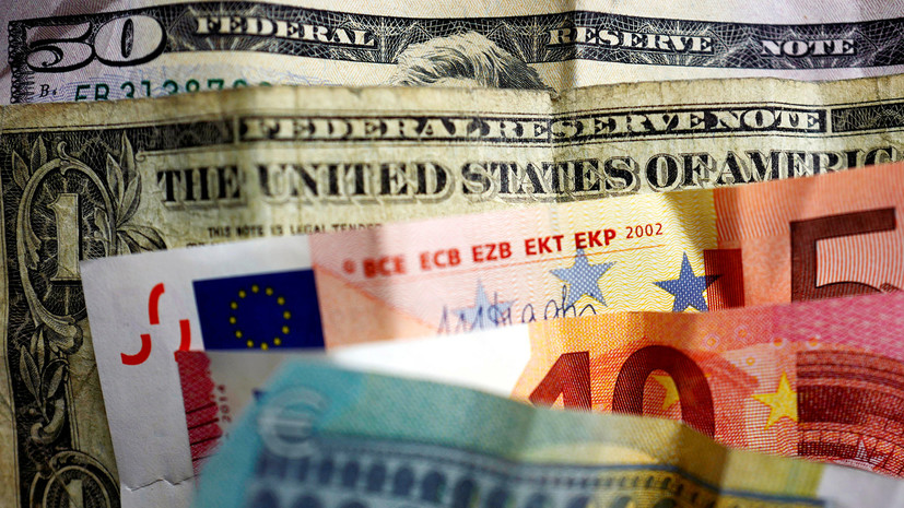 Опрос: большинство россиян не испытывают волнения из-за роста курсов евро и доллара