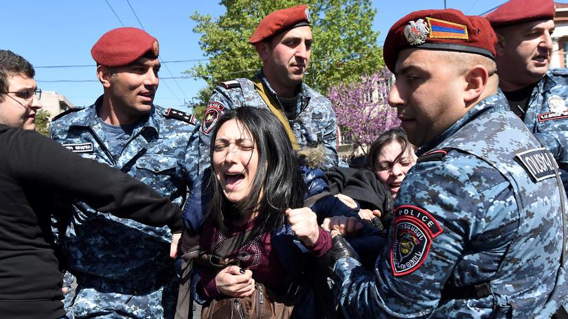 Милиция Армении удерживает активистов вцентре Еревана