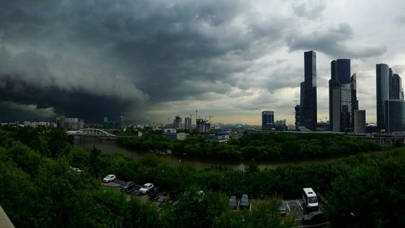 Синоптики предупреждают о сильном ветре и грозе в Москве 21 апреля