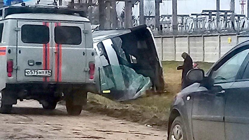 При опрокидывании автобуса в Тверской области погибла женщина