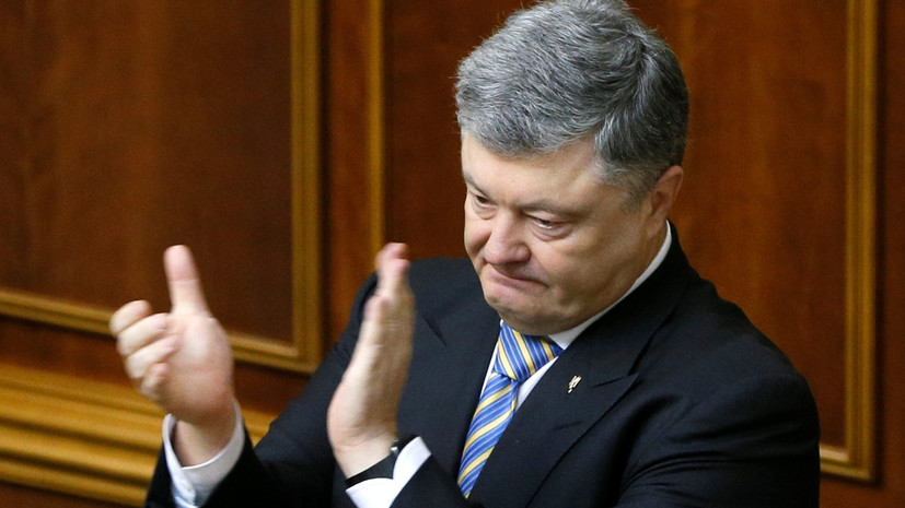 Порошенко подписал закон о предоставлении права местным властям ограничивать продажу алкоголя
