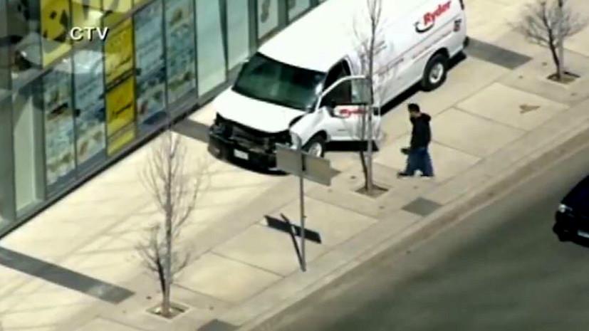СМИ сообщили о задержании водителя микроавтобуса, наехавшего на пешеходов в Торонто