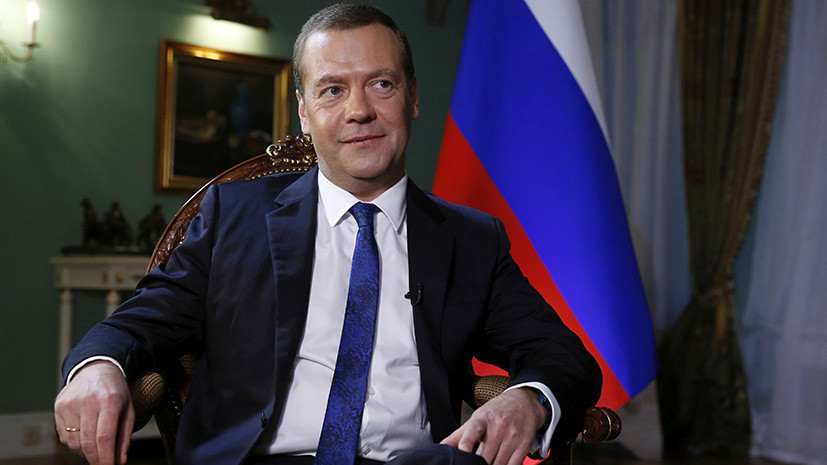 Медведев обсудил с Карапетяном ситуацию в Армении