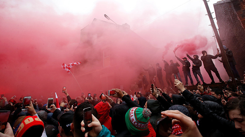 «Им не место в футболе»: двое фанатов «Ромы» обвиняются в покушении на убийство болельщика «Ливерпуля»