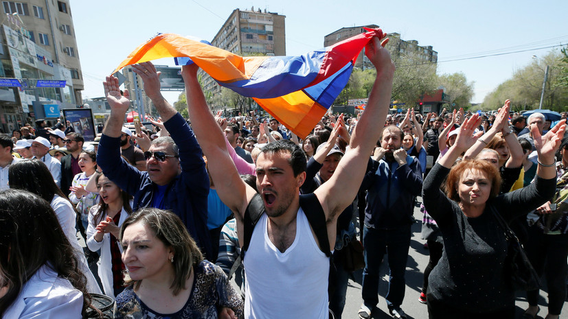 МИД призвал россиян избегать центра Еревана из-за новых демонстраций