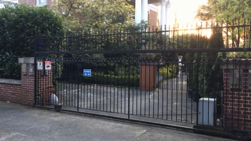 Представители властей США приехали к закрытой резиденции генконсула России в Сиэтле