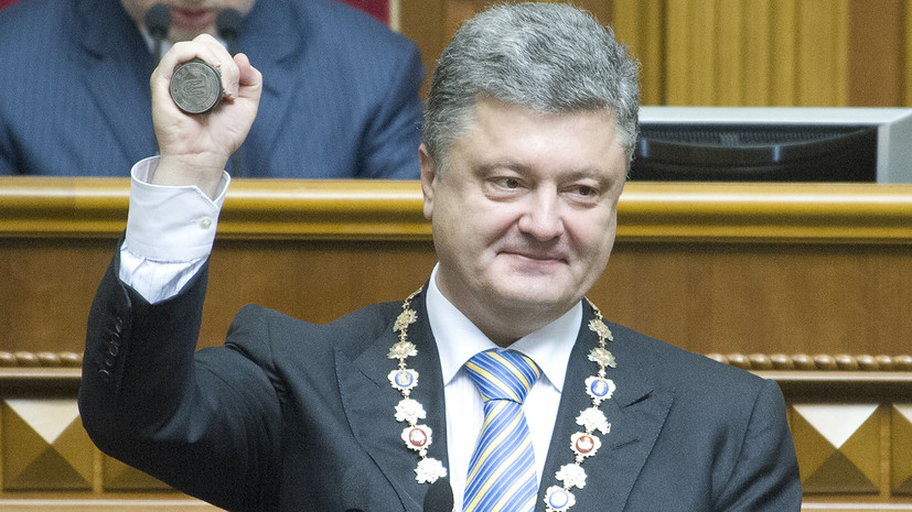 СМИ: Работникам горсовета Днепра запретили критиковать Порошенко
