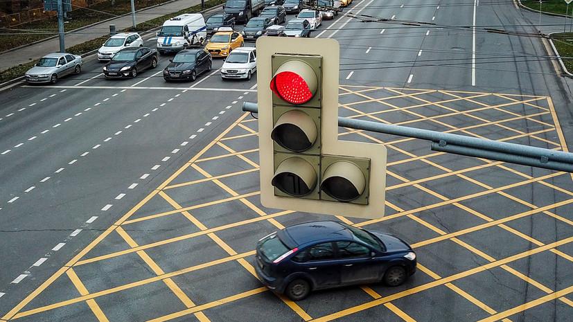 В России вступили в силу изменения в ПДД о «вафельной» разметке на перекрёстках