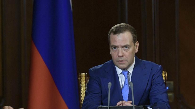 Медведев предложил Обаме приехать и посмотреть на «разорванную в клочья» экономику России
