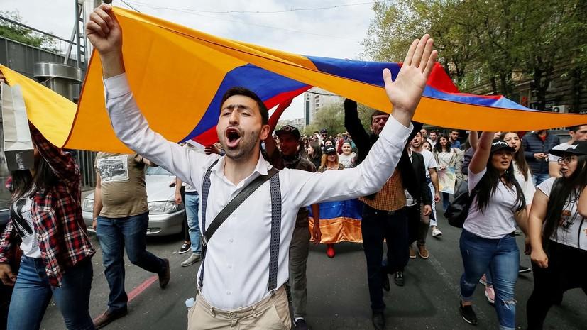 В Ереване протестующие перекрыли проезд к площади Республики