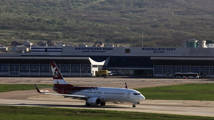 Самолёт совершил вынужденную посадку в Минводах из-за закурившего пассажира