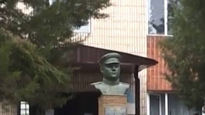 СМИ: На Украине украли памятник советскому генералу  Николаю Ватутину