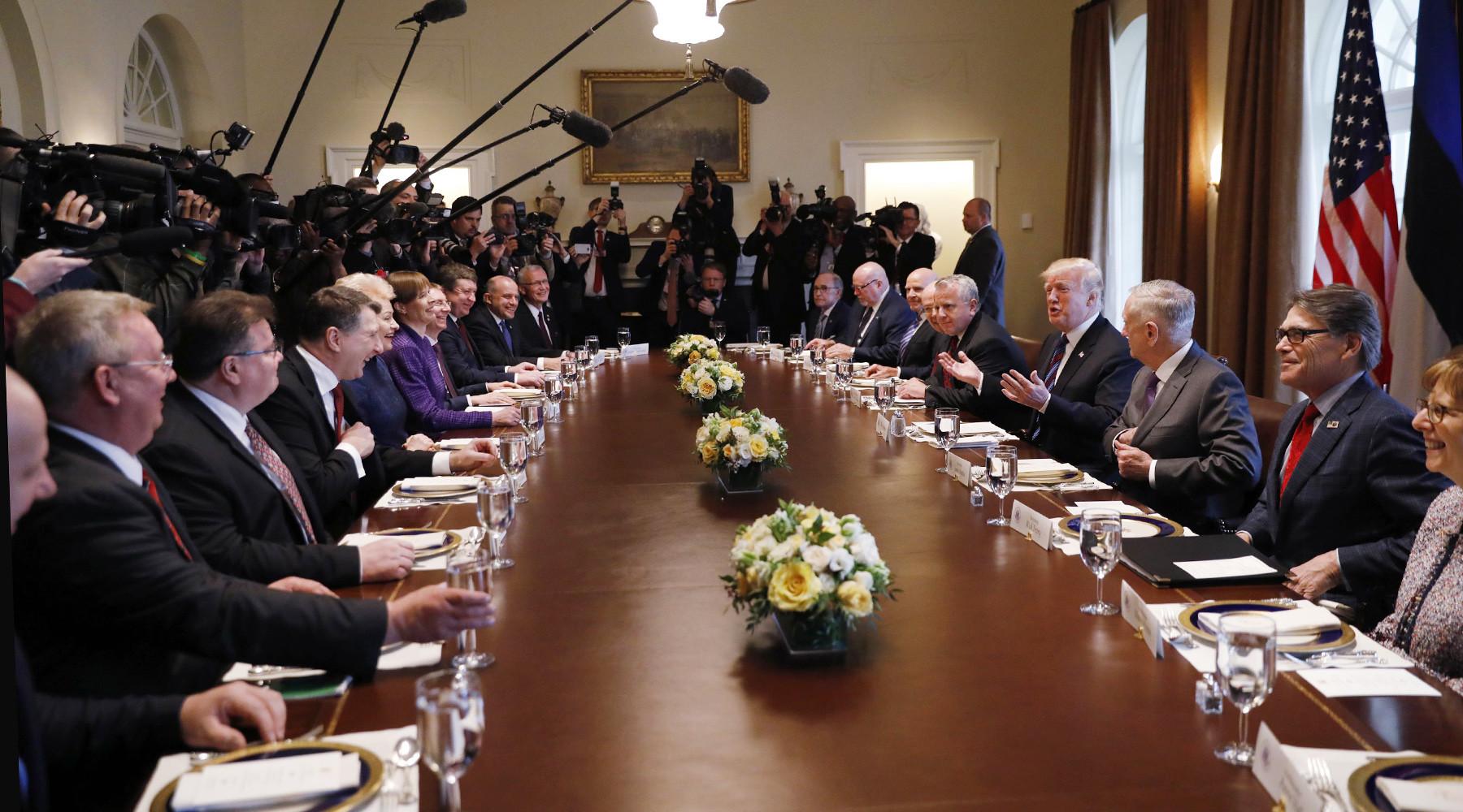 Чего стремятся добиться лидеры прибалтийских стран от США