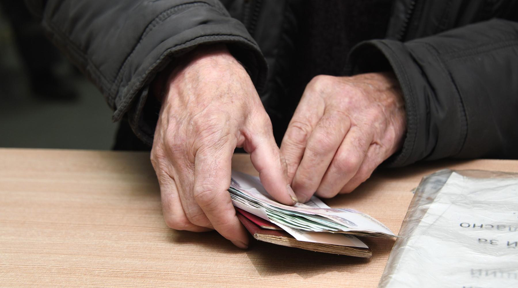 "в Петушках пенсионер платит налог за чужую ""бэху"""