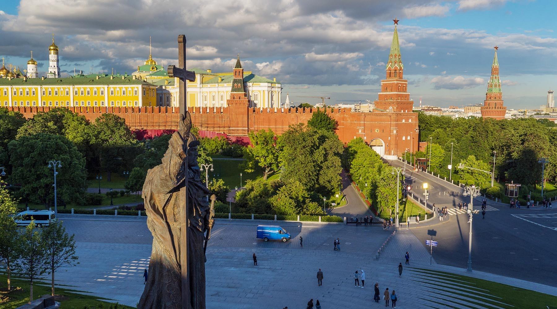 Порошенко назвал опрометчивым основание Москвы киевскими князьями