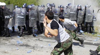Сотрудники полиции Европейского союза (EULEX) принимают участие в учениях по борьбе с массовыми беспорядками в Приштине