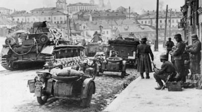 Колонна 12-й танковой дивизии вермахта в Минске