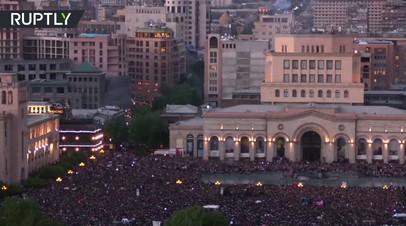 Протестующие в Ереване ликуют после отставки Саргсяна