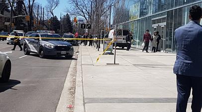 Полиция подтвердила гибель девяти человек при наезде микроавтобуса на пешеходов в Торонто