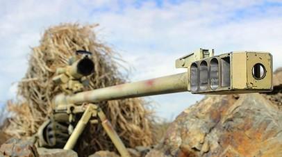 Снайпер на боевой позиции с винтовкой КСВК «Корд» калибра 12,7 мм