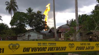 В Индонезии десять человек погибли в результате пожара на нефтяной скважине