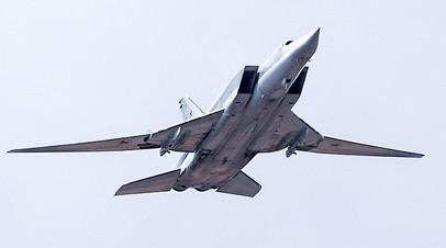 Дальний ракетоносец-бомбардировщик Ту-22М3 во время репетиции парада Победы