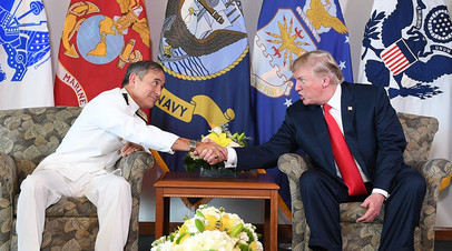 Президент США Дональд Трамп и адмирал Гарри Харрис