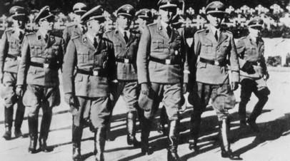 Вальтер Шелленберг, глава гестапо Генрих Мюллер и Рейнхард Гейдрих