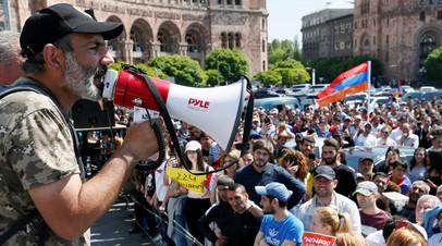 Лидер оппозиции пригласил врио премьера Армении на переговоры