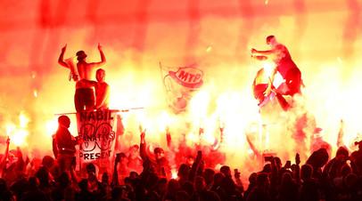 Футбольные фанаты во время матча чемпионата Франции по футболу между «Марселем» и «Монпелье»