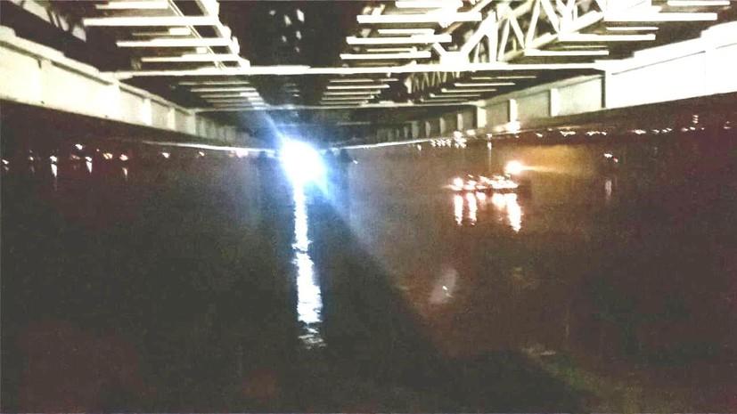 В Татарстане баржа врезалась в опору моста